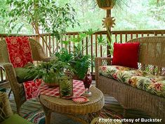 So clever.just add a table runner down the back of a chair and under the cushion to get a completely different look. No table runner? by tommie Screened Porch Decorating, Screened In Porch, Porch Furniture, Outdoor Furniture Sets, Outdoor Rooms, Outdoor Living, Outdoor Areas, Outdoor Decor, Fresco