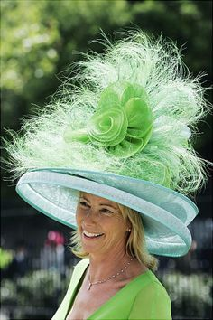 Could you imagine sitting behind this woman at the Kentucky Derby?!