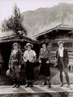 Dandy Cowgirls ~ such a strange photo! 3 cowgirls, and Amelia Earhart, standing off to the right as the one that does not fit in! Makes me wonder if she landed her plane at a dude ranch in Montana, then was asked to take this selfie. Vintage Western Wear, Vintage Cowgirl, Western Wear For Women, Cowgirl Style, Western Style, Cowgirl Tuff, Cowgirl Skirt, Western Wild, Vintage Safari