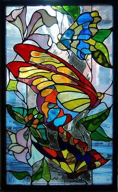 Художественный витраж `Бабочки`