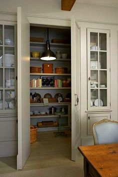 Cabinets – 7 Ways to Create Pantry and Kitchen Storage Hidden pantry framed by two built-in china cabinets ! Great design :)Hidden pantry framed by two built-in china cabinets ! Hidden Pantry, Walk In Pantry, Pantry Doors, Pantry Cabinets, Pantry Closet, Hidden Kitchen, Small Pantry, Hidden Storage, Pantry Office