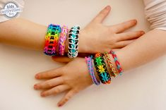 Are your kids obsessed with rainbow loom bracelets?  Mine are!  Here are our favorite bracelets and links to the tutorials on how to make them.
