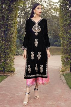 Beautiful gold Dabka and Pearl embroidery on a sleek black Velvet shirt. Velvet Pakistani Dress, Pakistani Dress Design, Pakistani Dresses, Velvet Suit Design, Velvet Dress Designs, Stylish Dresses For Girls, Stylish Clothes For Women, Indian Designer Outfits, Designer Dresses