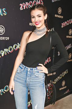 """( 2016 ) ☞ BEAUTIFUL CELEBRITY ★ VICTORIA JUSTICE in BLUE JEANS WITH HOLES """" Pop ♫ """" ) ★ ♪♫♪♪ Victoria Dawn Justice - Friday, February 19, 1993 - 5' 5½"""" 117 lbs 34-23-32 - Hollywood, Florida, USA."""