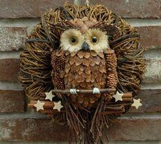 Skořicová sova Pine Cone Art, Pine Cone Crafts, Pine Cones, Pallet Christmas Tree, Christmas Owls, Christmas Crafts, Pinecone Owls, Pinecone Ornaments, Owl Rocks