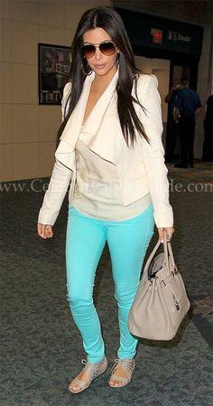 Casual cute, diggin the Tiffany blue skinny jeans