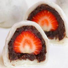 Strawberry Mochi, Strawberry Recipes, Sous Vide Cheesecake, Red Bean Dessert, Sous Vide Dessert, Mochi Cake, Mochi Ice Cream, Twisted Recipes, Refreshing Desserts