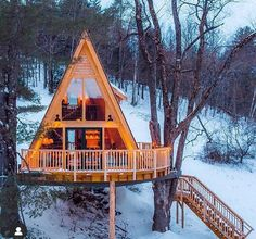 The cool thing about NETJ is that you find out about new awesome things around New England everyday! Like the Tree House Village Inn in… A Frame Cabin, A Frame House, Cabin Homes, Log Homes, Ideas Cabaña, Casas Country, Village Inn, Cabin In The Woods, Cozy Cabin