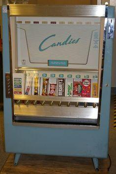 Vintage 1952 candy vending machine at the Minnesota Historical Society Retro Candy, Vintage Candy, Vintage Toys, Retro Vintage, Vintage Stuff, Vintage Signs, School Memories, Great Memories, Childhood Memories