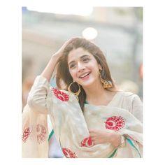 mawra hocane top most beautiful pakistani actress 2018 Pakistani Models, Pakistani Couture, Pakistani Girl, Pakistani Dress Design, Pakistani Actress, Prettiest Actresses, Beautiful Actresses, Beautiful Hijab, Most Beautiful