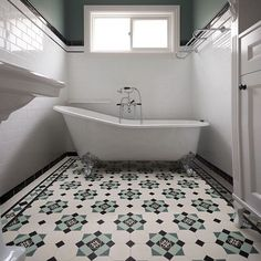 Turn your bathroom into a unique place with our fully customizable range of Victorian floors!⠀ Picture of the custom Glasgow pattern courtesy of @oldeenglishtiles.⠀ ⠀ #winckelmans #madeinfrance #winckelmanstiles #authentic #tiles #carrelage #octagons #dots #victorianfloor #tesselatedtiles #porcelaintiles #tilepattern #London #homedecor #homedesign #interiordesign #interiordesigner #floor #ihavethisthingwithfloors #ihavethisthingwithtiles #instadesign #bathroom #salledebains #architecte…