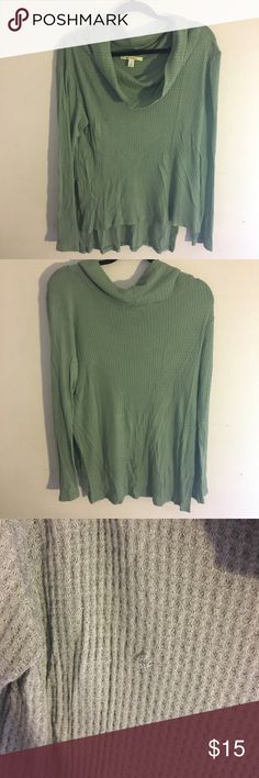 Long Sleeve Loose Cowl Neck Sweater Cute long sleeve cowl neck sweater featuring a cowl neck. Perfect transitional piece into spring and summer or for those cooler summer nights! Originally purchased from Francesca's. Francesca's Collections Sweaters Cowl & Turtlenecks