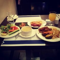 One of those days where i had a craving for everything ha! Garden salad cream of vegetable soup smoked salmon cheese omelette an frankfurters fish fingers pan fried noodles rosated vegtables and fresh Pineapple Juice #GakJonzeOnTour #food #dubai #du #thestuffingofmyface #foodismadetobeeaten