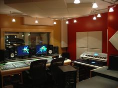 A recording musician must know the workings of a music studio. Pictured here is the mixing room of a professional studio. Studio Room Design, Studio Desk, Recording Studio Furniture, Recording Studio Design, Apartments New York, Design Ppt, Design Ideas, Home Studio Musik, Home Music
