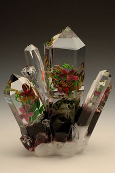 Californian glassworker Loren Stump is a celebrated expert at manipulating the fickle and delicate medium of glass. Mosaic Glass, Fused Glass, Glass Art, Stained Glass, Virtual Flowers, Corning Museum Of Glass, Marble Art, Unusual Art, Glass Paperweights