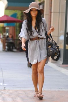 Looking for hat inspiration? We show you how to get Vanessa Hudgens' floppy hat look!