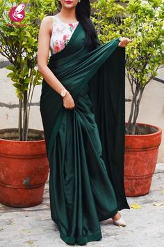 stylish sarees for teenagers - teenagers in saree & saree styles for farewell teenagers & saree styles for teenagers & saree for teenagers & saree for teenagers farewell & saree teenagers & stylish sarees for teenagers & half saree for teenagers Trendy Sarees, Stylish Sarees, Fancy Sarees, Party Wear Sarees, Simple Sarees, Indian Fashion Dresses, Indian Designer Outfits, Fashion Outfits, Sari Bluse