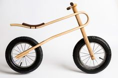The ZumZum is a new balance bike concept, created for kids as young as 18 months. A balance bike with a unique, natural suspension system, so that youngsters can comfortably and safely learn to ride a bike in any environment. Velo Design, Bicycle Design, Range Velo, Wood Bike, Kids Bicycle, Suspension Design, Balance Bike, Gifts For Boys, Kids Learning