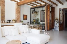 A Modern Renovated Spanish Home with Beautiful Tile Floors Spanish Style Homes, Spanish House, Spanish Apartment, Primark Home, Living Room Decor Inspiration, Gravity Home, Scandinavian Style, Modern Interior Design, White Walls