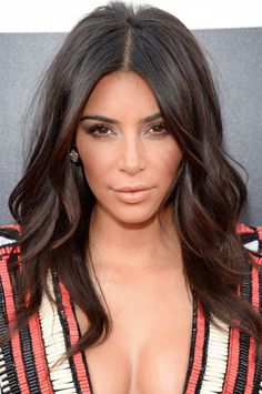 kim kardashian hair makeup red carpet