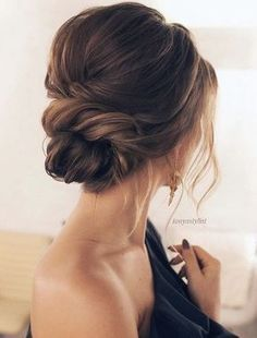 Lovely and elegant bridal hairstyle