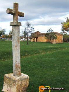 La ermita de San Roque de Riaza contempla cómo se caen las hojas de los árboles a su alrededor
