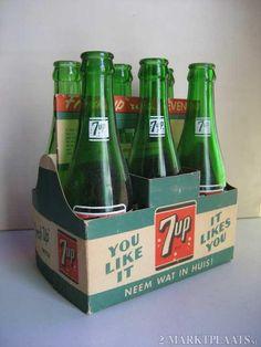 Old 7 Up limonade bottles, 60's. marktplaats.nl