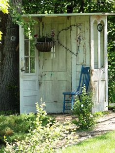 Vintage Gal Style: Outdoor Nooks to Call Your Own