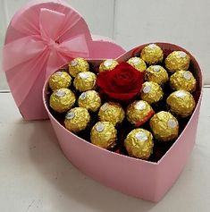 Valentines Gift Box, Valentine Bouquet, Valentines Flowers, Homemade Valentines, Candy Bouquet Diy, Gift Bouquet, Diy Gifts For Him, Diy Crafts For Gifts, Chocolate Flowers Bouquet