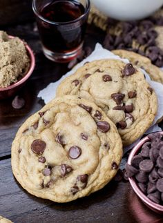 The worst chocolate chip cookies. These easy, soft chocolate chip cookies will ruin your life, destroy your relationships, and consume your soul. They even have a secret ingredient. Brownie Desserts, Oreo Dessert, Mini Desserts, Just Desserts, Delicious Desserts, Dessert Recipes, Drink Recipes, Cake Recipes, Halloween Cookie Recipes