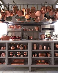 10 Copper Kitchen Design for A Warm Kitchen Moreover, a copper design is able to be combined with various styles and element. So that you do not have to be worried about your kitchen will be looked plain and flat. Warm Kitchen, Country Kitchen, Kitchen Ware, Island Kitchen, Kitchen Dining, Kitchen Cabinets, Copper Kitchen Faucets, Copper Farmhouse Sinks, Farmhouse Decor