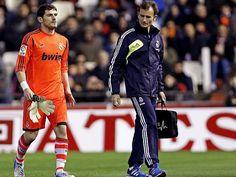 Iker Casillas fuera 2 meses por fractura de la mano izquerda