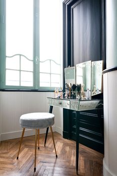 I think that the whole apartment is exquisite and full of great furniture pieces, I mean, look at that yellow sofa, but the bathroom is the star here. Muted minty walls,amazing chevron floor, retro bathtub and that mirror vanity table paired with the modern chair, genius! via projectfairytale// Julien Fernandez – Bordeaux – France. Appartement …
