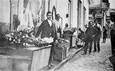 Ανθοπώλες του δρόμου Old Photographs, Old Photos, Thessaloniki, Sufi, Urban Photography, Athens, Egyptian, Medieval, Greece