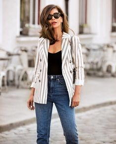 Fashion trends, fashion outfits, fall outfits, look of young, striped blaze Striped Blazer Outfit, Blazer Outfits Casual, Blazer Outfits For Women, Simple Outfits, Trendy Outfits, Fall Outfits, Fashion Outfits, Fashion Trends, Travel Outfits
