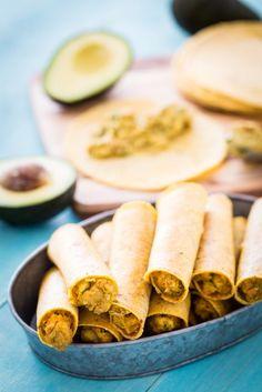 A collection of vegan recipes Vegan Mexican Recipes, Vegan Lunch Recipes, Vegan Lunches, Vegan Snacks, Vegan Dinners, Chickpea Recipes, Vegetarian Meals, Vegan Food, Healthy Meals