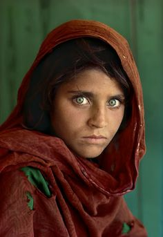 """Afghan Girl by Steve McCurry. Steve McCurry is an American photojournalist best known for his photograph """"Afghan Girl"""" which originally appeared in National Geographic. Famous Portraits, Famous Photos, Iconic Photos, Famous Faces, Amazing Photos, Beautiful Pictures, National Geographic Cover, National Geographic Photography, National Geographic People"""