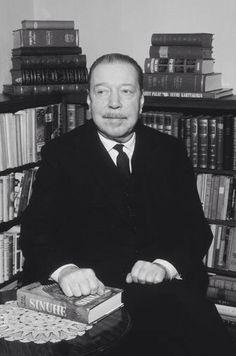 Mika Waltari (Helsinki, 19 de septiembre de 1908 - Ibídem, 26 de agosto de 1979) Book Writer, Helsinki, Writers, Childhood, Books, Egyptian, Infancy, Livros, Libros
