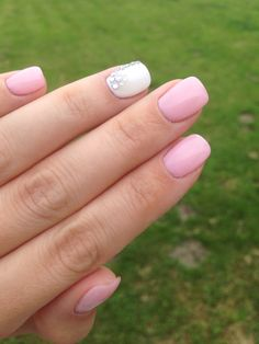 Ongles en gel , rose et blanc