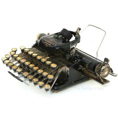 Antique Blickensderfer Typewriter from The Antikey Chop Old Fashioned Typewriter, Antique Typewriter, Vintage Tools, Vintage Cameras, Writing Machine, Nerd Decor, Interior Design Books, Harry Potter Decor, Dreams