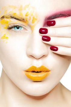 Beautiful colorful pictures and Gifs: Woman Faces Foto Fashion, Fashion Models, Make Up Art, Beauty Shots, Beautiful Lips, Glossy Lips, Fantasy Makeup, Model Photographers, Mellow Yellow