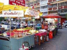 タイの屋台街。安くておいしいものがたくさん★★お腹がいっぱいになっても激安です。