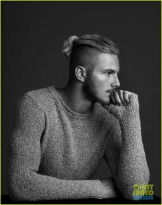 Alexander Ludwig from the Vikings Hair And Beard Styles, Long Hair Styles, Vikings Tv Show, Vikings Actors, Viking Men, Actrices Sexy, Shaved Sides, Hommes Sexy, Bun Hairstyles