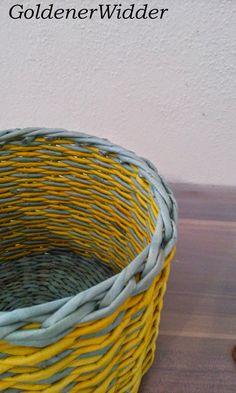 """Плетение из газетных трубочек: Узор """"крестики"""" одинарной трубочкой внутри. Нечётное количество. Круглая форма. Newspaper Crafts, Diy Home Crafts, Laundry Basket, Wicker, Crafty, Quilts, Crochet, Decor, Paper Basket"""