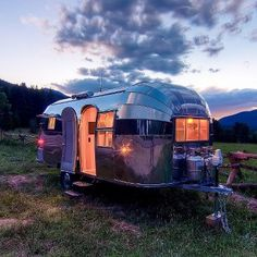 This classic 1954 Airstream Flying Cloud travel trailer has been meticulously restored by Timeless Travel Trailers. This iconic Airstream was originally used as a hunting and fishing lodge near Goose Lake, Oregon. Airstream Travel Trailers, Vintage Travel Trailers, Vintage Campers, Camping Trailers, Rv Campers, Vintage Caravans, Airstream Vintage, Airstream Flying Cloud, Hymer