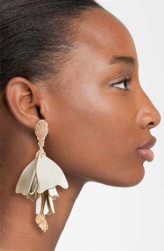 Main Image - Oscar de La Renta Large Impatiens Flower Clip Earrings
