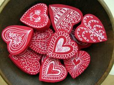 make painted wood hearts for Valentines
