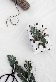 FREE Printable Christmas Tree Wrapping Paper