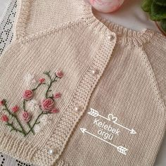 This Pin was discovered by Gül Diy Crochet Cardigan, Baby Cardigan Knitting Pattern, Knitted Baby Cardigan, Knit Baby Sweaters, Girls Sweaters, Baby Knitting Patterns, Knit Crochet, Vogue Knitting, Girls Leg Warmers