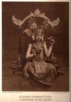 Weissenborn, M.M. (Margarethe Mathilde). Bali w/16 Bali Photogravures. 1920